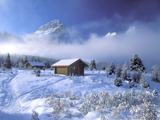 Winter_wallpapers_Winter_cabin_in_the_mountains_011532_